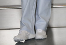 best-white-shoes-for-nurses