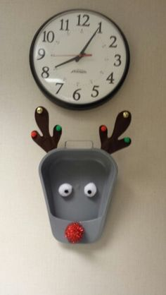 urinal-reindeer-christmas-decoration